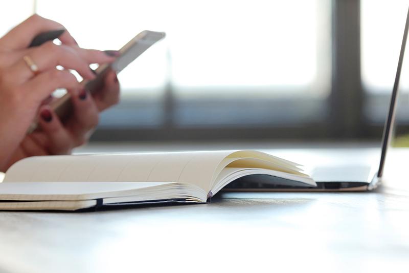 """Photo illustrant l'article de blog du site Assista Gestion """"Les avantages d'être à jour dans son administratif"""""""